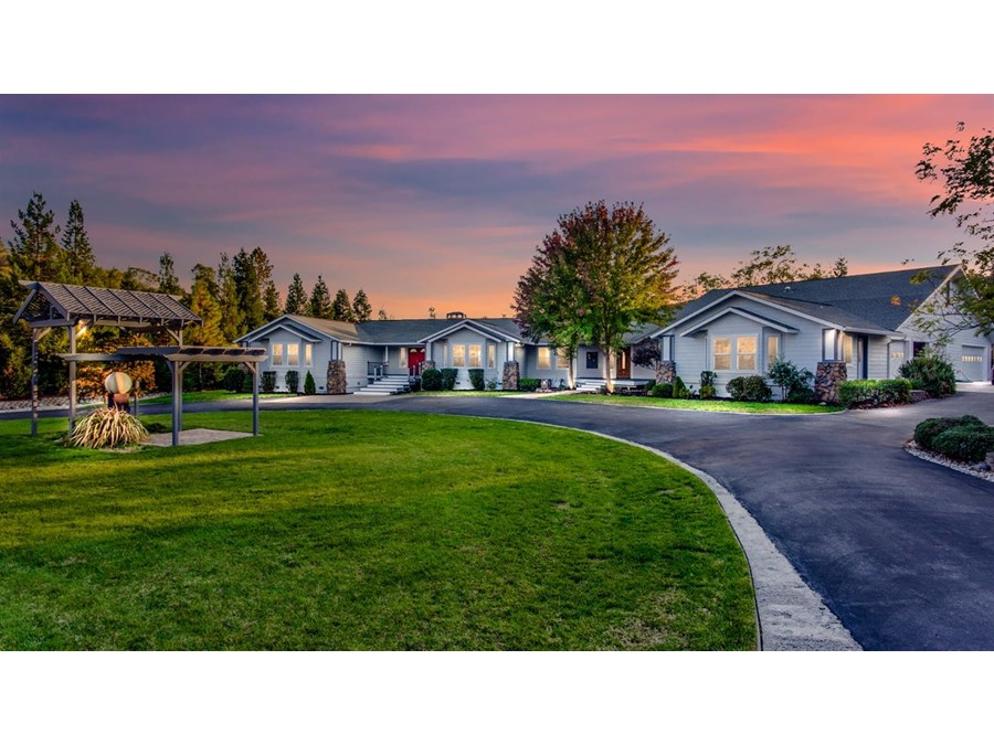 Welcome to this fantastic property with irrigation all in for lawn and landscaping and large horseshoe driveway.